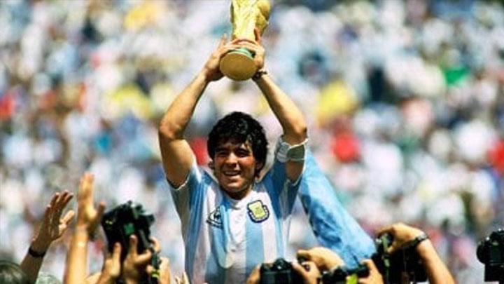 Résumé 2020: Diego Armando Maradona, éliminatoires internationaux du football de la Copa Libertadores du Qatar 2022, décède de la Bundesliga LaLiga Coronavirus  - Foot 2020